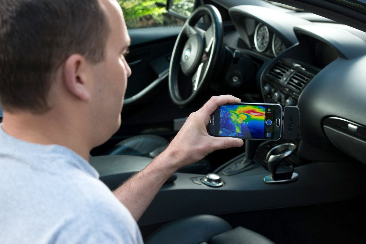 FLIR ONE thermal imager for smart phpnes